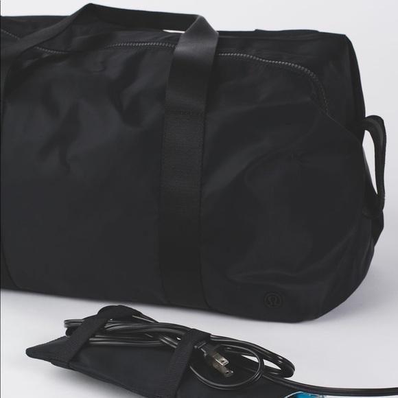 d75997b9280e lululemon athletica Handbags - 💥SALE💥 Lululemon Black Fast Track Duffle  Gym Bag